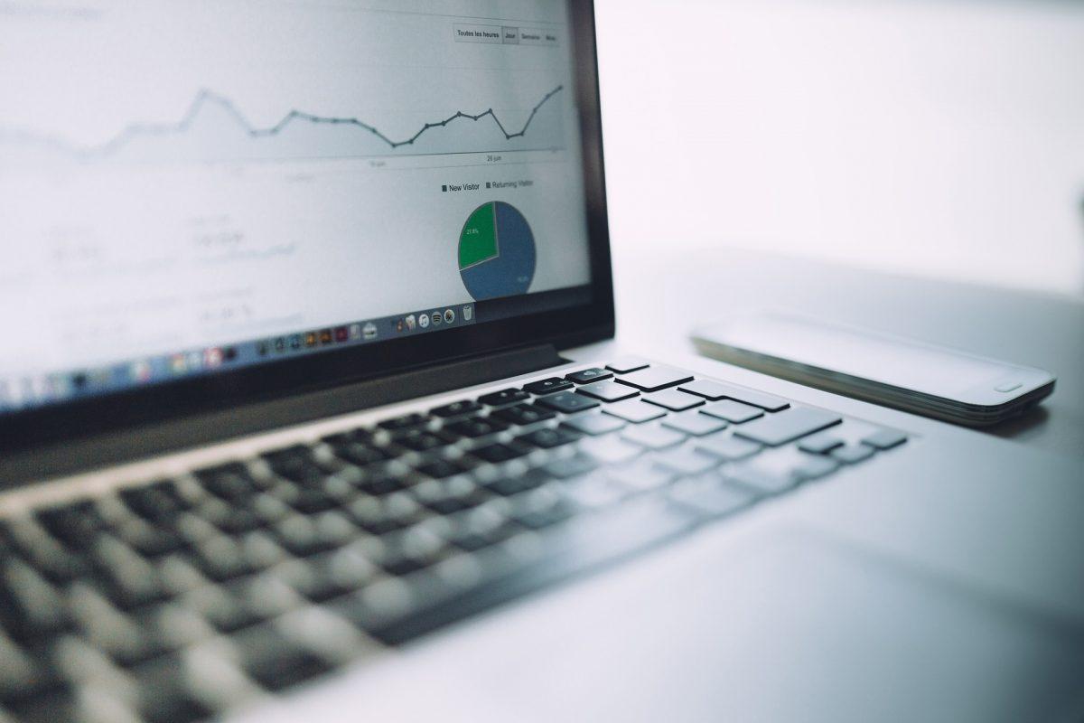 Laptop mit Google Analytics